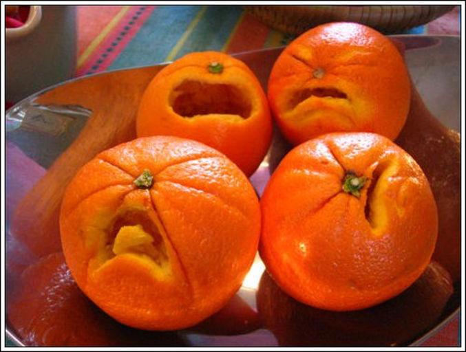Des oranges écrasées de chagrin.
