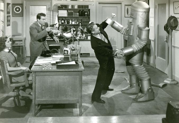 Il est interdit de rire à la contemplation de l'espèce de robot-alien-lessiveuse...
