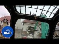 Un ouvrier détruit 5 maisons
