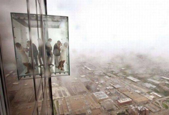 Dans cette situation, quelle est la peur qui prend le pas sur vous ? •Peur du vide - Vertige ? • Peur d'être coincé dans l'ascenseur - Claustrophobie ? • Peur de rester avec les gens autour - Agoraphobie ? • Autre ?