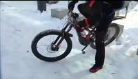 Oui mais avec ce vélo haut de gamme je n'ai aucun soucis avec la neige .