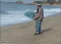 Il fait du surf sans ceinture
