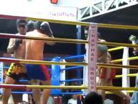 Combat de thaï les yeux bandés
