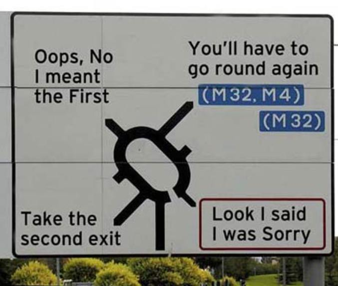 Un panneau retraçant une conversation à l'intérieur de la voiture.