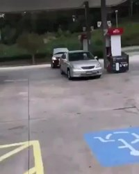 10 minutes pour payer l'essence et acheter des chips