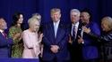 27 Mars 2020 : A un congrès d'évangélistes, Trump fait une petite prière d'intro avec eux