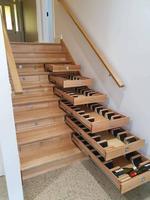 L'escalier sert de cave à vins