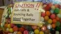 Attention : Mélange de boule de chewin gum et rebondissante