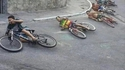 Cyclistes prenant un virage à la corde