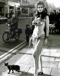 A Londres, Mylo se fait balader par sa maîtresse