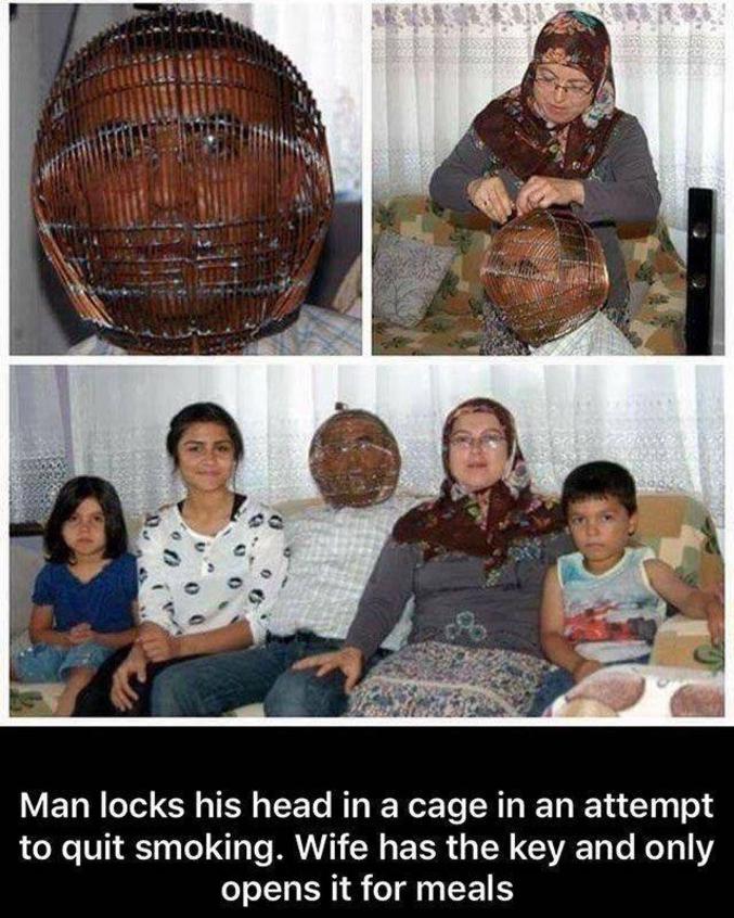 Cet homme met sa tête dans un paner pour essayer d'arrêter de fumer. Sa femme a la clef et elle ouvre pour les repas.