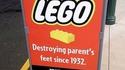 Nous détruisons les pieds des parents depuis 1932