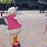 Jirouette se fait arrêter pour prostitution au parc d'attraction