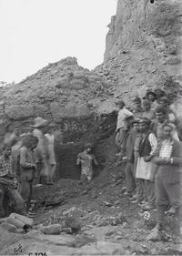 Découverte de la statue d'Antinoüs en 1894 à Delphes