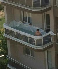 Piscine sur le balcon