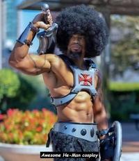 Il est vraiment afro ce cosplay de Musclor...