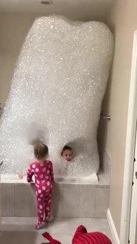 Kan papa prépare un bain moussant