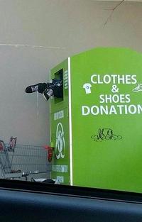 Container pour dons de vêtements et de chaussures
