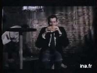 Quand Christophe donnait à manger à ses genoux...