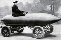 La Jamais contente, première voiture à avoir atteint les 100 km/h en 1899