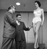 Démonstration de lingerie
