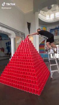 Pyramide de gobelets