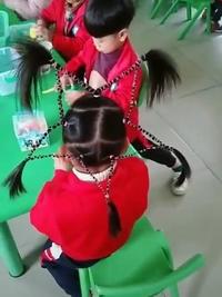 Quand  tes parents mettent du temps à te coiffer