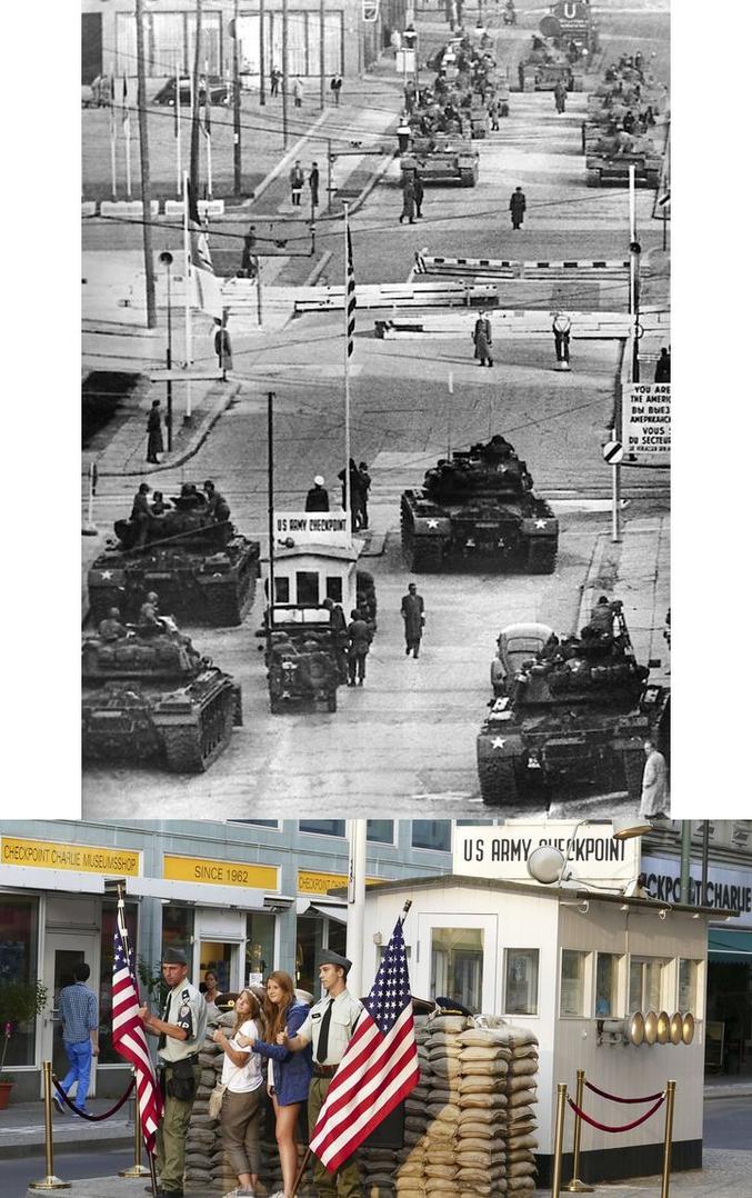 1961: Crise de Berlin, chars US contre chars russes. La guerre froide a son paroxysme. 2018: Les touristes visitent ce lieu incontournable de la visite de la ville. Face à un musée portant le même nom que la cabane que l'on a conservée.