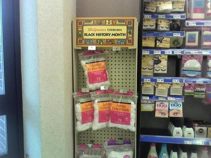 Un supermarché fête l'histoire des noirs en vendant du coton.
