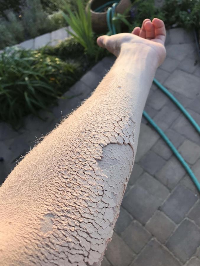 En fait, c'est juste de la poussière qui s'est accumulée après avoir poncé toute une après-midi