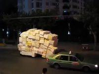 Transport de cartons en tricycle