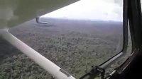 Atterrissage d'urgence sur une rivière en forêt amazonienne