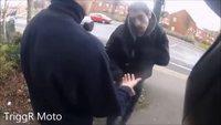 Un motard aide un commerçant à rattraper deux voleurs