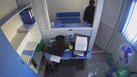 Un homme attaque une petite agence de prêt