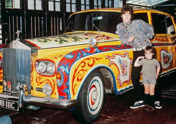 et sa Rolls Royce psychédélique.  Elle se trouve actuellement dans un musée nowhere canadien.