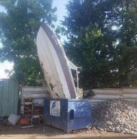Je pense que le voisin n'a pas trier ses cartons/bateau