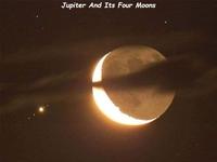Jupiter et quatre de ses lunes