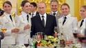 Poutine et quelques femmes-officiers nouvellement promues