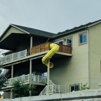 Le nouveau toboggan du balcon est un succès, on ne les entend plus