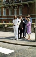 """Préparation pour la photo de la célèbre pochette """"Abbey road""""..."""