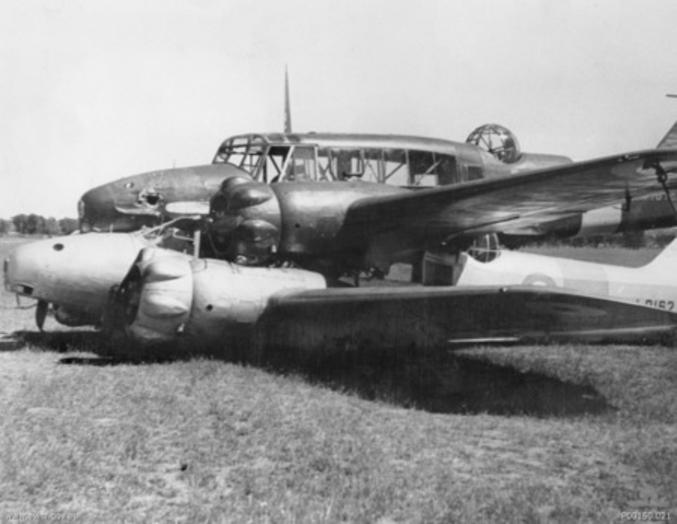 La collision aérienne de Brocklesby s'est produite le 29 septembre 1940 près de Brocklesby dans l'État de Nouvelle-Galles du Sud en Australie. Cet accident est inhabituel car les deux aéronefs impliqués (des Avro Anson de l'école de vol de service no 2 de la RAAF) sont restés coincés ensemble après la collision aérienne mais un atterrissage a tout de même pu être réalisé en toute sécurité.  Les deux navigateurs et le pilote de l'avion inférieur ont sauté en parachute après l'accident, tandis que le pilote de l'avion supérieur a été en mesure de prendre le contrôle des deux avions en utilisant sa machine. Il a ensuite effectué un atterrissage d'urgence dans un paddock. Les quatre membres de l'équipage ont survécu à l'incident et les deux avions ont été réparés.