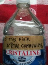 Bouteille d'eau politiquement engagée