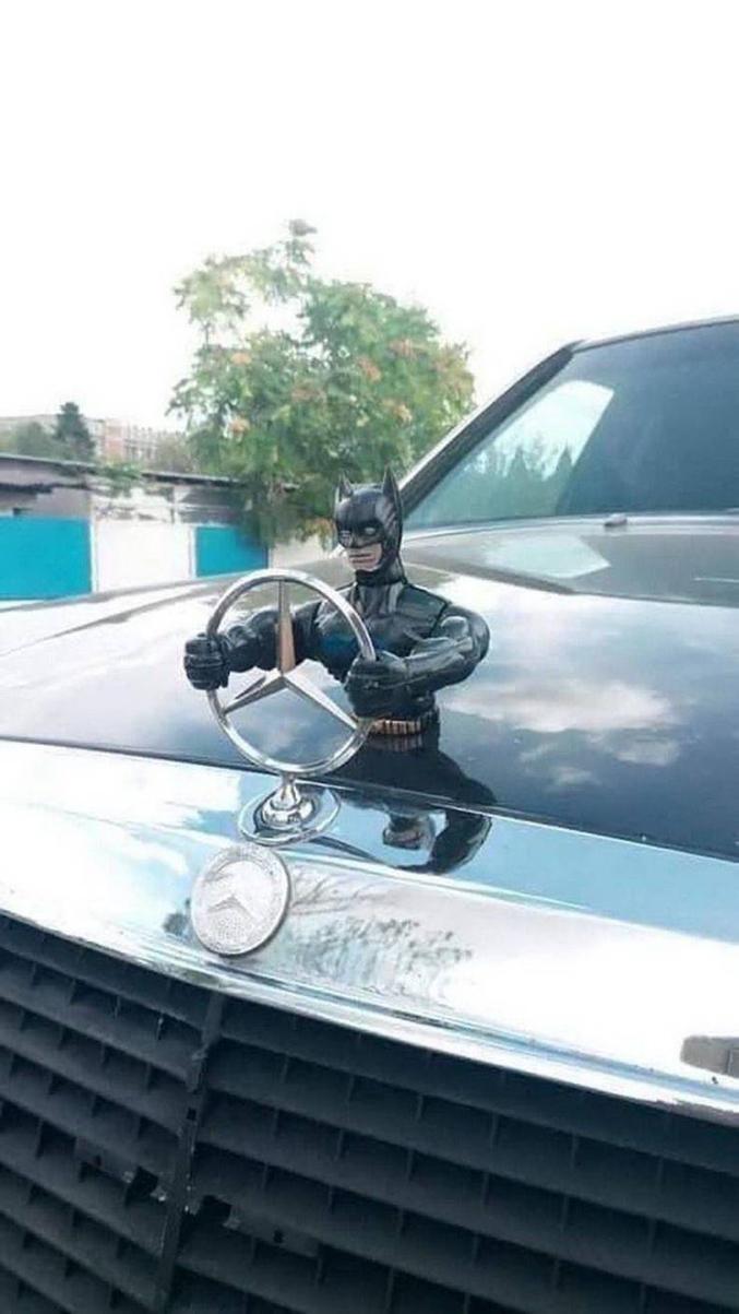 """""""Un justicier n'est qu'un homme égaré dans une course effrénée vers son auto (satisfaction)."""" Batman Begins"""