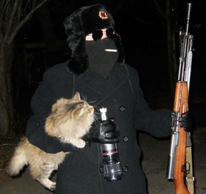 """""""Tu vas où?"""" Chasser l'ours avec un appât-chat et de quoi me réchauffer."""