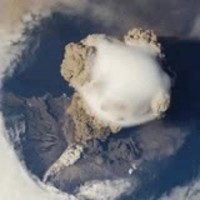 Éruption volcanique ...