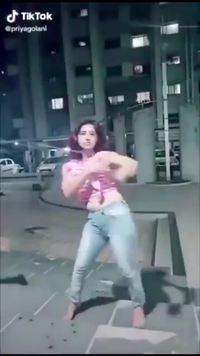 Petite dance tik tok