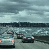 Seattle: le pont flottant est fermé quand la mer est trop mauvaise...