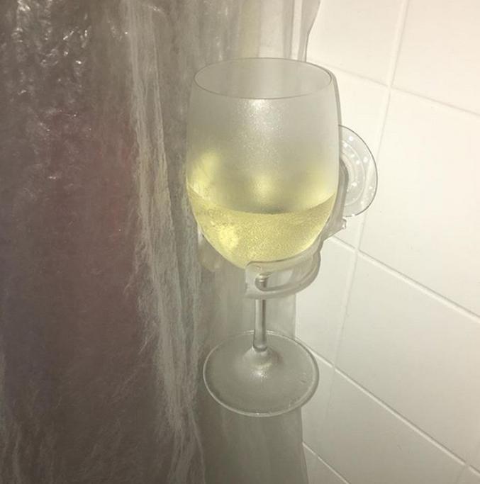 Mais que tu sais pas choisir entre ta douche et un verre