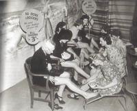 USA 2ème Guerre Mondiale : le nylon et la soie sont réservés prioritairement pour les parachutes...