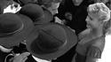 1955: la jeune actrice italienne Marisa Allasio rencontre des séminaristes
